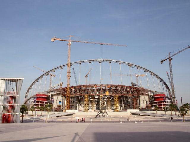 Blick auf den Stadionbau.