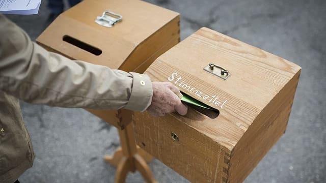 duas urnas per cedels da votar