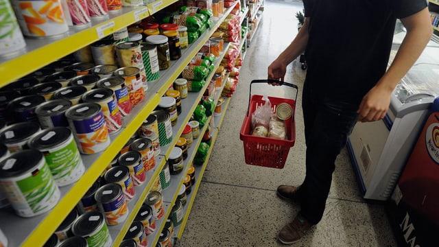 Einkaufen im Caritas-Markt