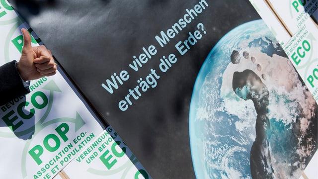 Plakat für die Ecopop-Initiative, über die im November abgestimmt wird.