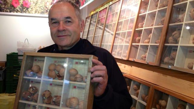 Heinrich Gubler züchtet rund 300 verschiedene Sorten von Baumnüssen in Hörhausen.