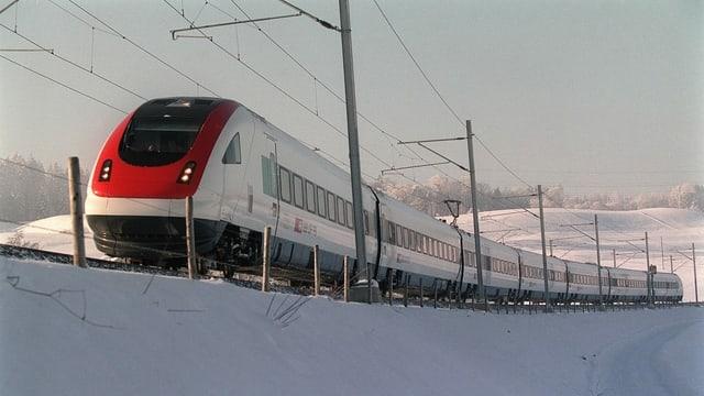 ICE-Neigezug im Schnee