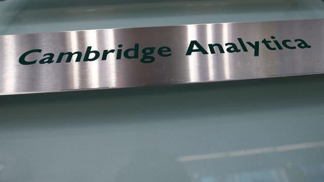 Firmenschild von Cambridge Analytica.
