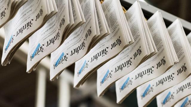 Ausgaben der NZZ in der Druckerei.