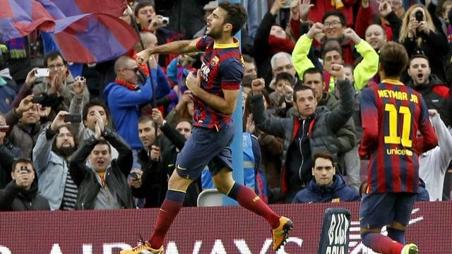 Cesc Fabregas feiert den Penaltytreffer zum 2:0.