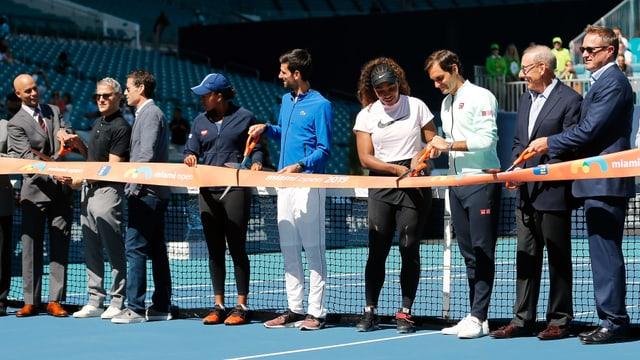 Roger Federer bei der Eröffnung der neuen Tennis-Arena.