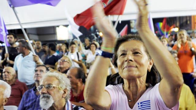 Viele Griechinnen und Griechen stehen zum Linken Premier Tsipras. Sie geben ihm eine zweite Chance – trotz harter Reformen.
