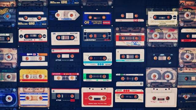 Tonbänder mit verschiedenen Etiketten