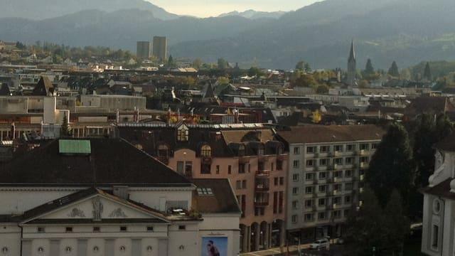 Blick über die Stadt Luzern mit den Hochhäusern Allmend im Hintergrund.