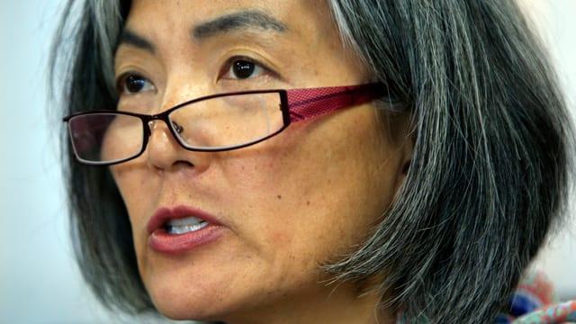 Nahaufnahme Kang Kyung-Whas mit Brille.