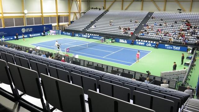 Die Tennishalle aus einer Ecke gesehen.