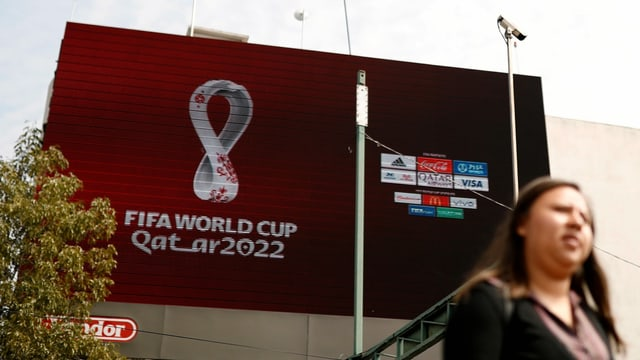 Plakat von Fussball-WM 2022 in Katar.