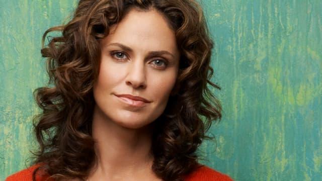 Amy Brenneman spielt Dr. Violet Turner.