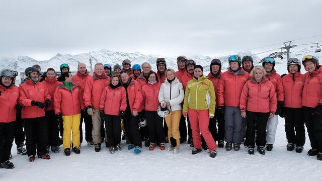 Ils parlamentaris che han fatg part dalla emna da skis.