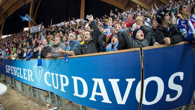 Der Spengler Cup sorgt auch abseits des Eisfelds für Unterhaltung.