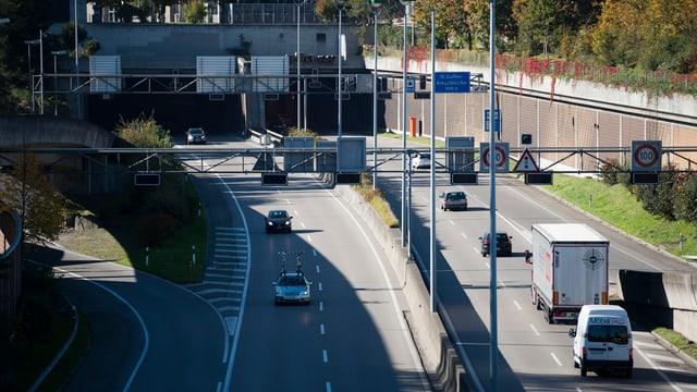 Autobahn bei St. Gallen mit sechs Autos auf den Strassen