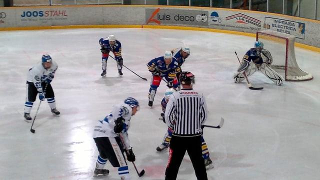 Ina scena da hockey.