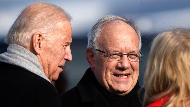 Joe Biden, Johann Schneider-Ammann und Jill Biden auf dem Flughafen Zürich.