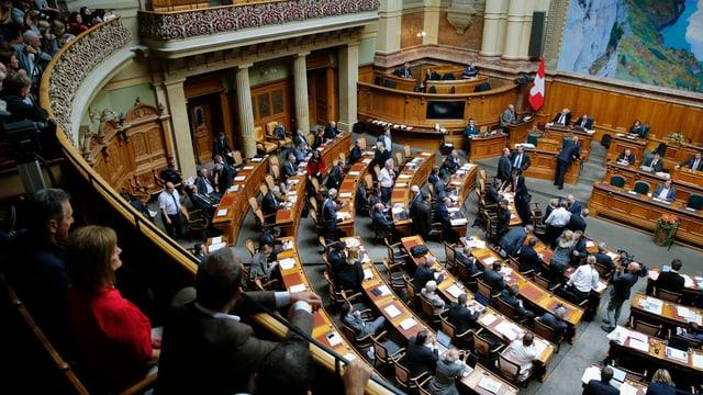Parlamentaris ed aspectaturs dal Cussegl naziunal durant la sessiun.