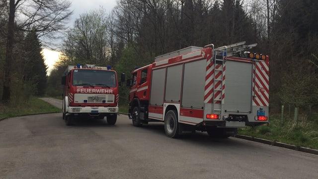 Zwei Feuerwehrautos