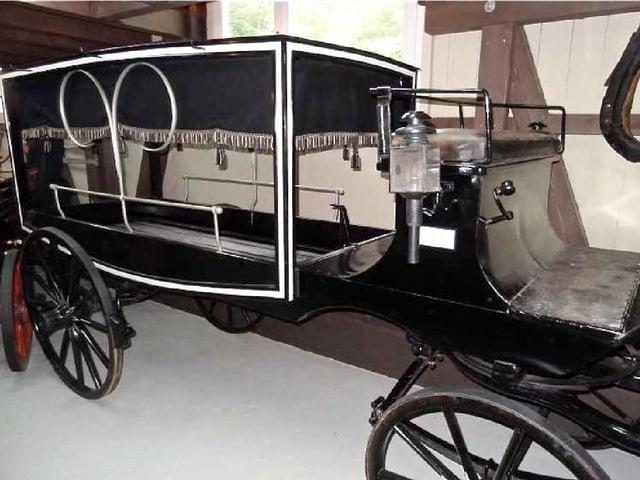 Leichenwagen, wie er früher von Pferden gezogen wurde