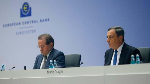Mario Draghi da l'EZB davant las medias