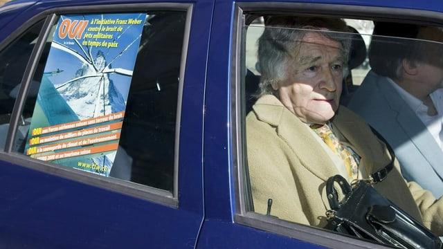 Franz Weber auf dem Beifahrersitz eines Autos.