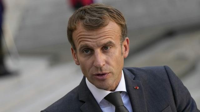 Macron im Anzug