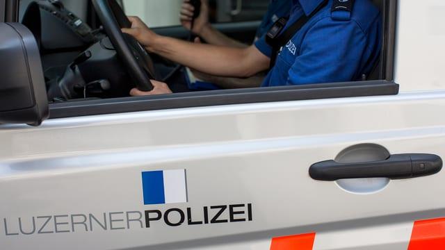 Auto da la polizia da Lucerna.