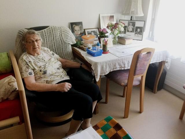 Anna Kühni in ihrem Zimmer im Pflegeheim