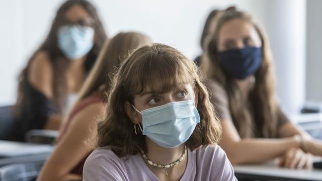 Jugendliche in Gymnasien: Masken sind kein Problem.