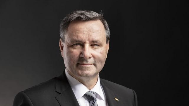 Der Berner SVP-Ständerat Werner Salzmann überlegt sich, ob er für die Parteispitze antreten soll.