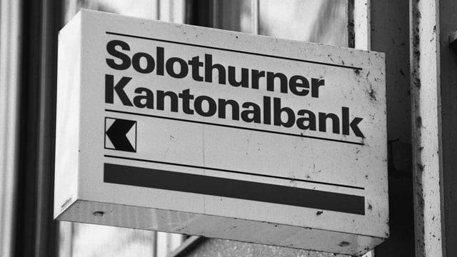 Ein Schild mit der Aufschrift Solothurner Kantonalbank
