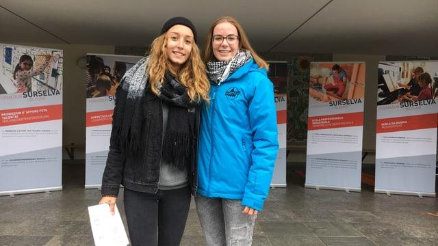 Sarina Tonoli (sen.) e Shania Ardüser han interrogà passants