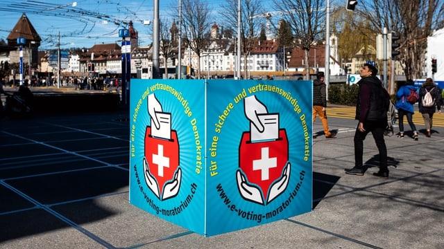 Placat da l'iniziativa «Per ina democrazia segira e degna da confidenza».