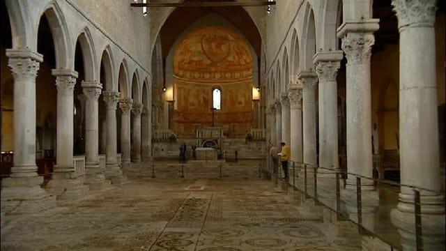 L'intern da la Basilica Aquileia.