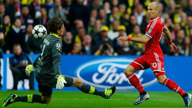 Robben (hier im CL-Final gegen Dortmund) und sein Team treffen zum Auftakt auf ZSKA Moskau.