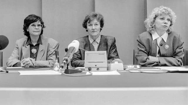 SP-Fraktionspräsidentin Ursula Mauch präsentiert Dreifuss als zweite Kandidatin neben Brunner.