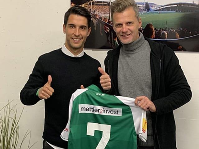 Victor Abril Ruiz mit Sportchef Alain Sutter.