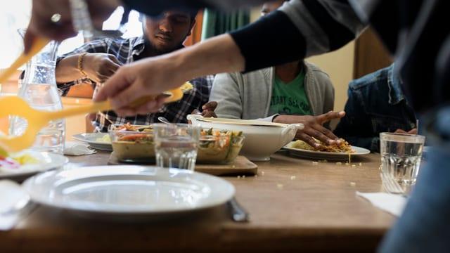 Menschen am Essen