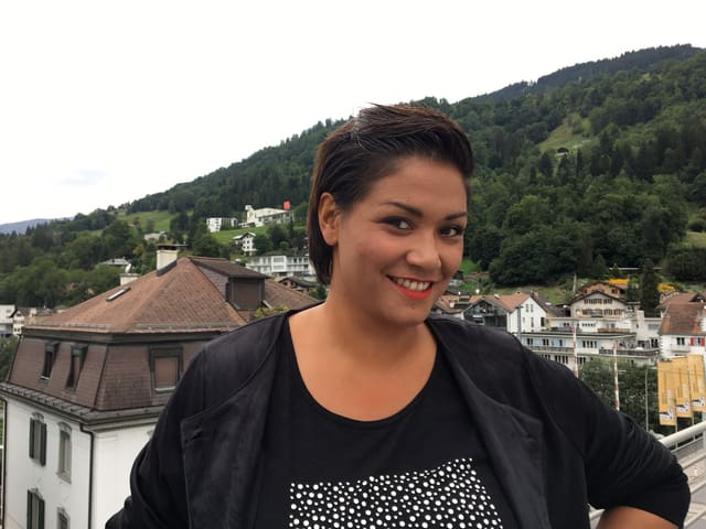 Melanie Albin Sopacua ha 32 onns e viva dapi 13 onns a Trun.