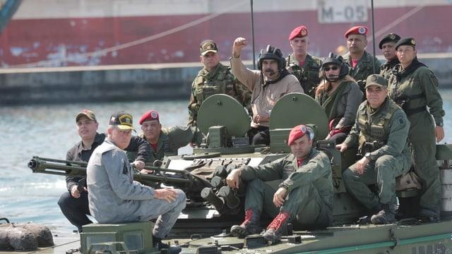 Il president da Venezuela e plirs schuldads