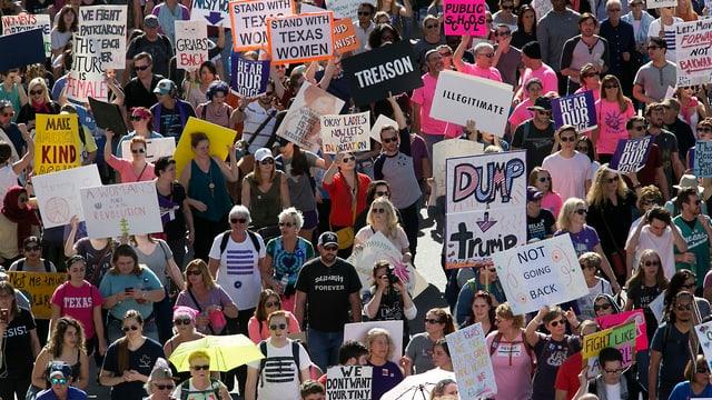 Dapi che Donald Trump è president dals stadis Unids ha quai dà numerus protests tranter auter da dunnas cunter sexissem, per egualitad.