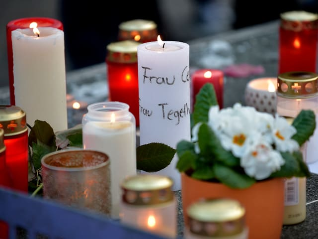 Kerzen am Joseph-Königs-Gymnasium in Haltern.
