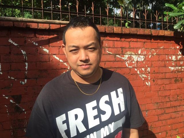 Tiefe Hosen, Goldkette, schiefer Zahn: Der burmesische Rapper J-Me