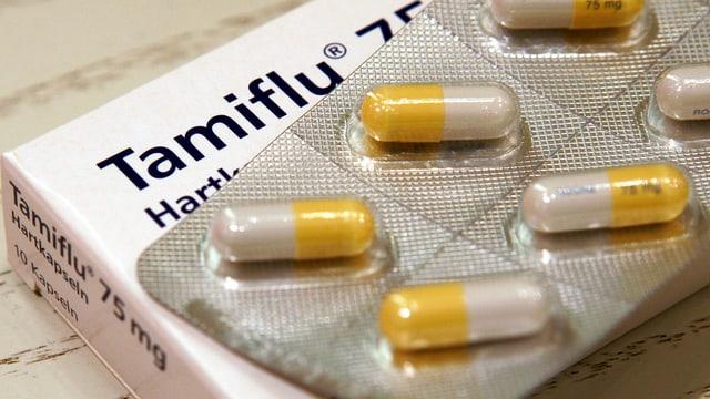 Eine Packung Tamiflu von Roche, gelb-weisse Kapseln.