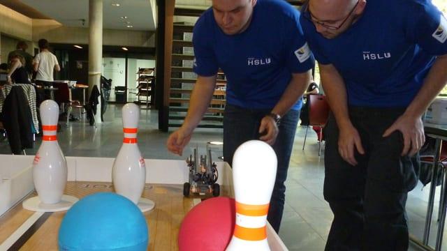 Der Roboter auf seinem Parcours: Macht er endlich, was er soll?
