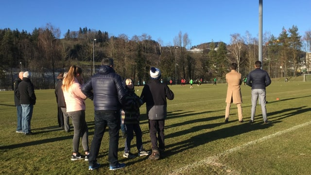 Zaungäste beim Training des FC St. Gallen.