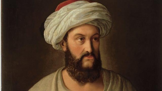 Mann in weissem Umhang und Turban auf dem Kopf