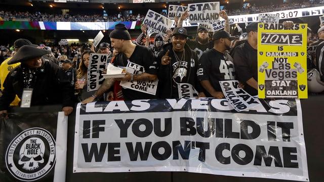Raiders Fans protestieren